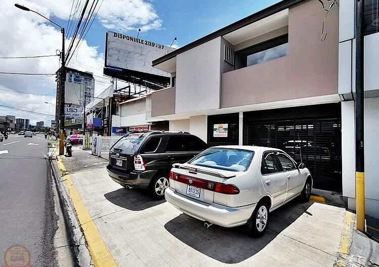 Local de 260m 2 niveles en calle principal Pavas
