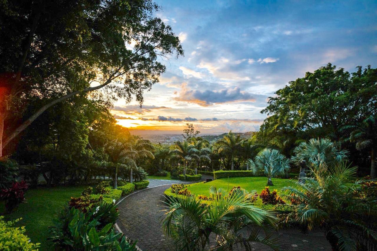 Hotel 11habs bien ubicado y rodeado de naturaleza, Escazú