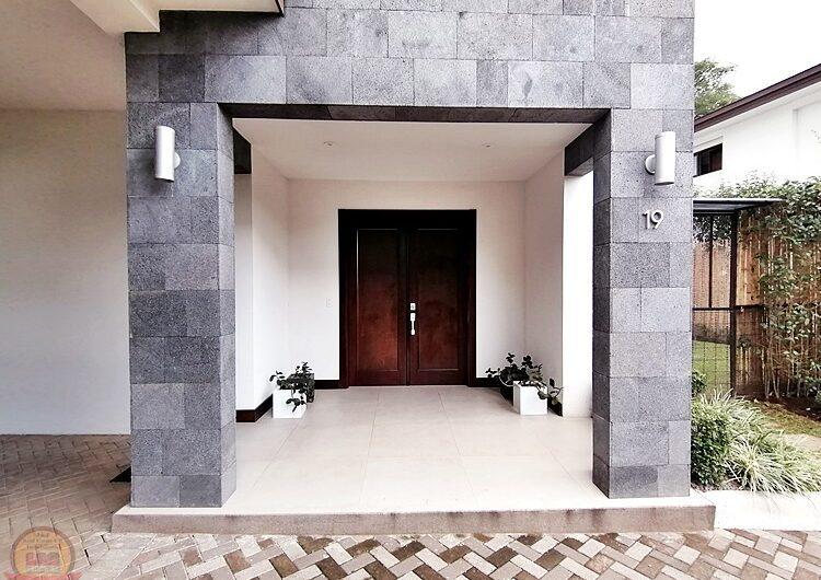 Casa Lujosa y Moderna en Condo La Ribera, Escazú