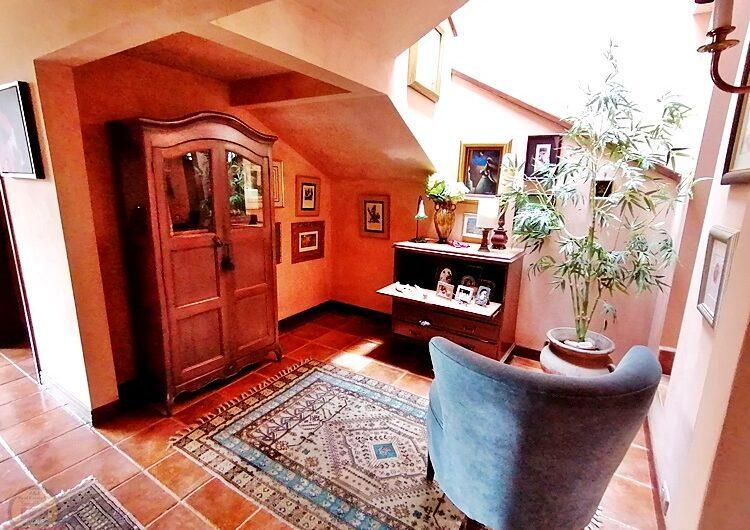 Casa Lujosa con 4habs+Oficina y Piscina en Laureles Escazú